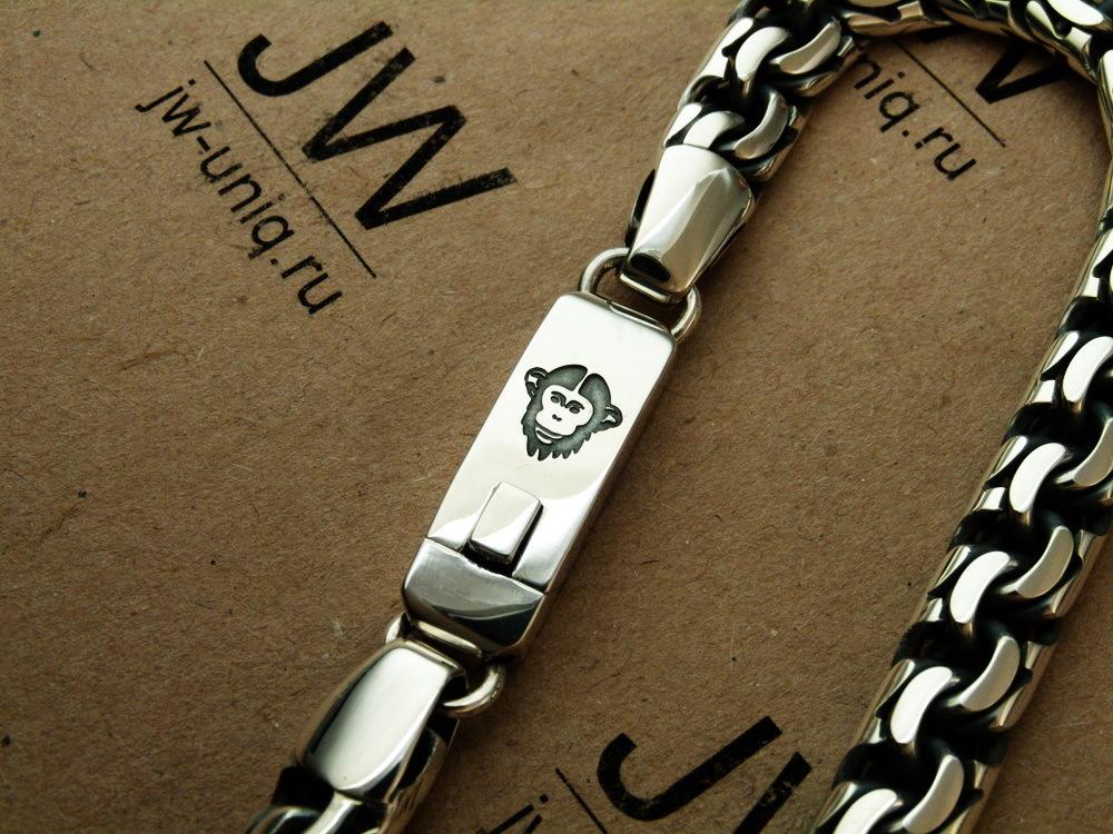 Гравировка на замке серебряного браслета изображения - обезьяны