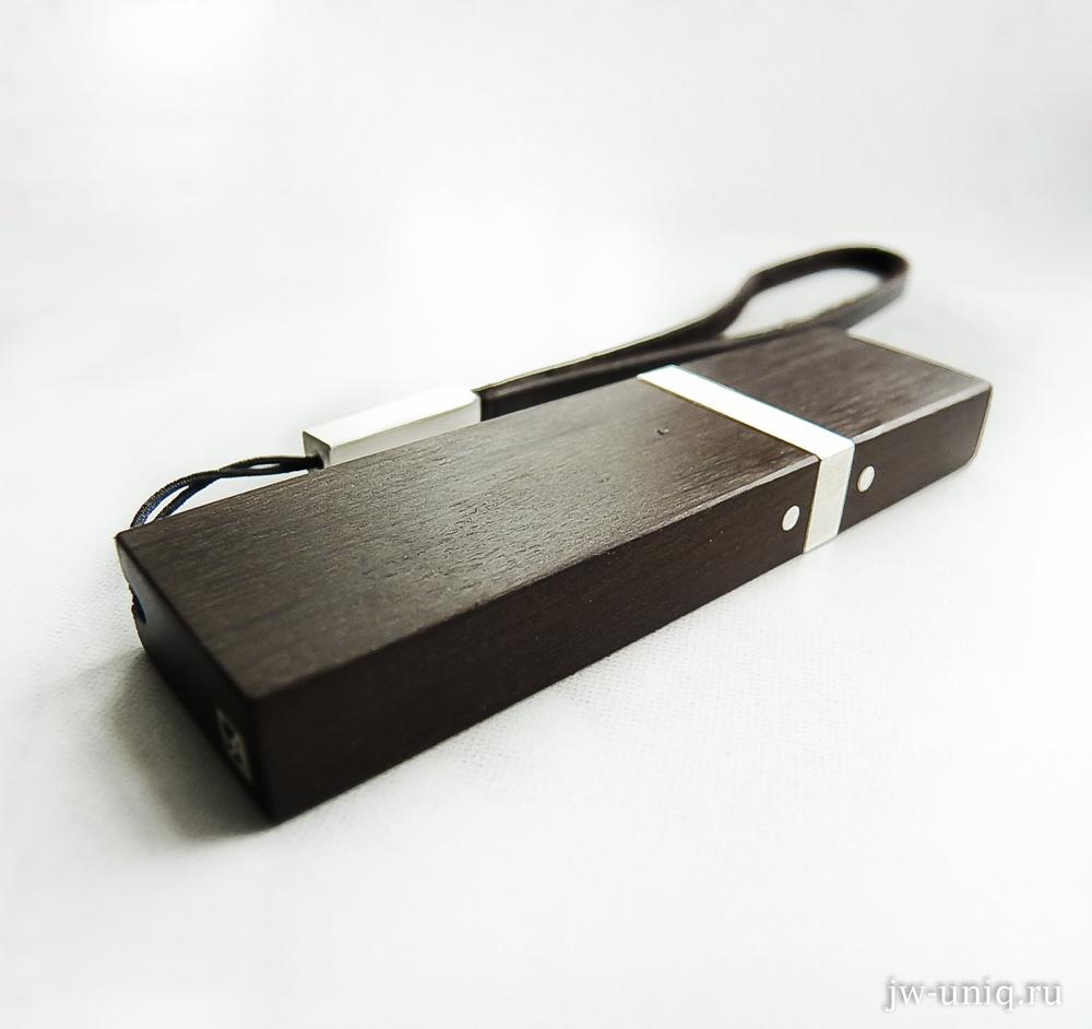 Стильная деревянная флешка с серебряными элементами