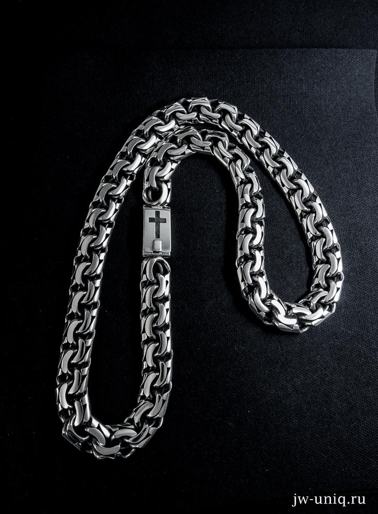 Гравировка креста на замке серебряной цепи